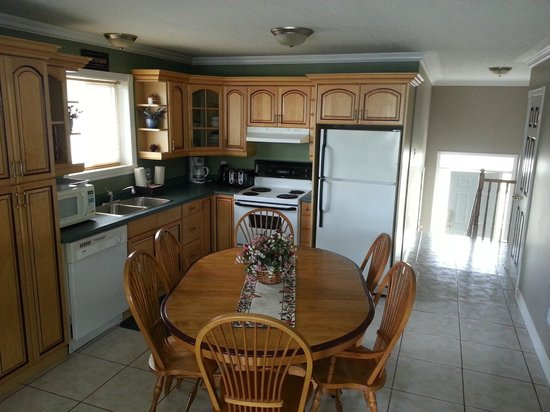 Wasaga River Resort Inc: Fully loaded modern kitchen fully eqipped.