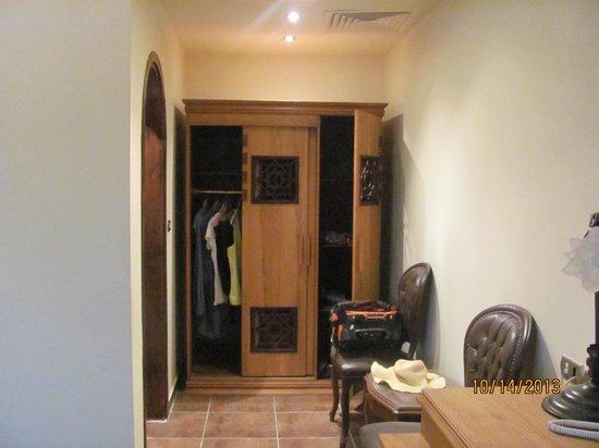 Christina Residence Hotel: clothing area