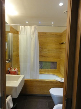 Babuino 181: bathroom