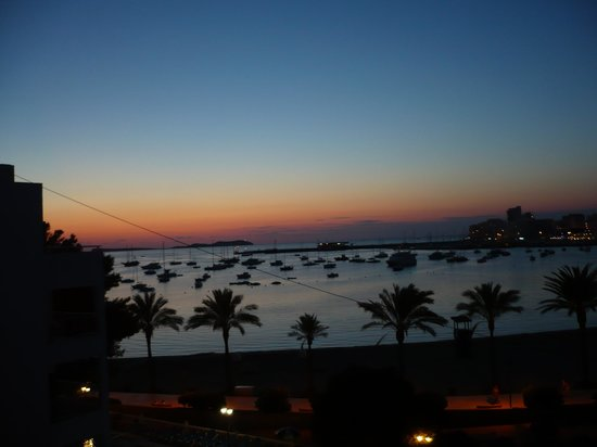 Ses Sevines : sunset  over the bay