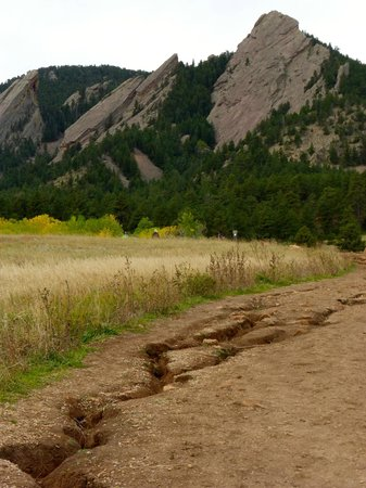 Flatirons: Some erosion along the trail to the Flat Irons
