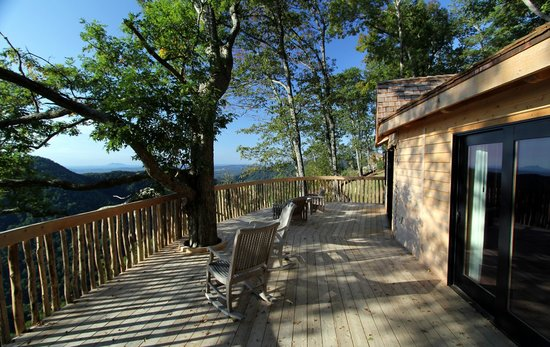 Primland: Barn Owl Treehouse Deck