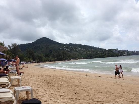 Sunprime Kamala Beach: Strand am Hotel