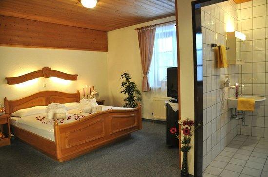 Hotel Goldener Adler: Schönes Badezimmer