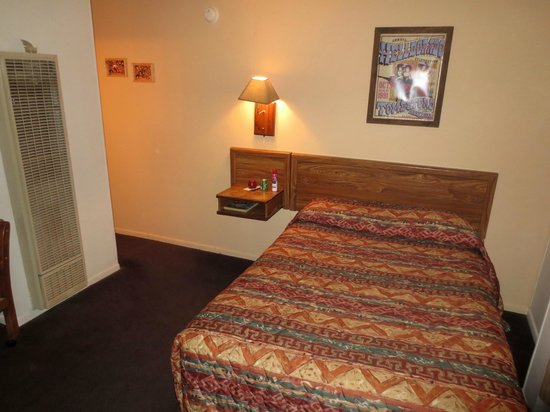 Budget Host Inn Tombstone: Het oude bed