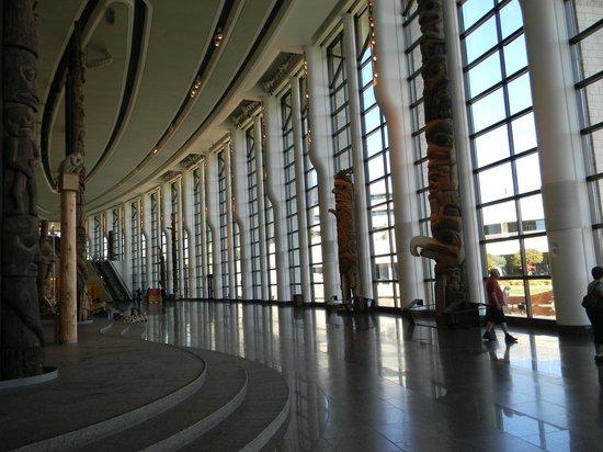 พิพิธภัณฑ์อารยธรรมแคนาดา: Bright building