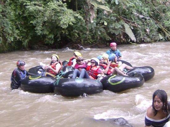 Mindo Rio Hosteria: tubbing