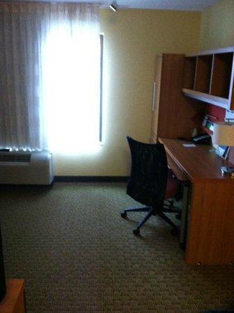 TownePlace Suites Monroe: Desk space