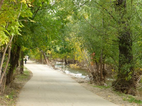 Boulder Creek Path : nice wide paths for bike riding