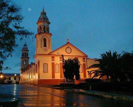 Velez, كولومبيا: Iglesia Atravesada Nuestra Señora de Las Nieves de Velez