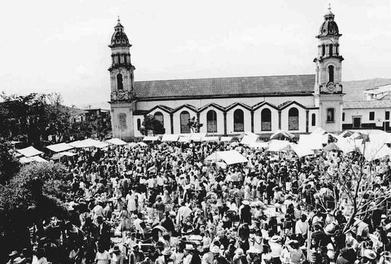 Antigua Plaza de mercado de Velez la cual quedaba ubicada frente a la iglesia