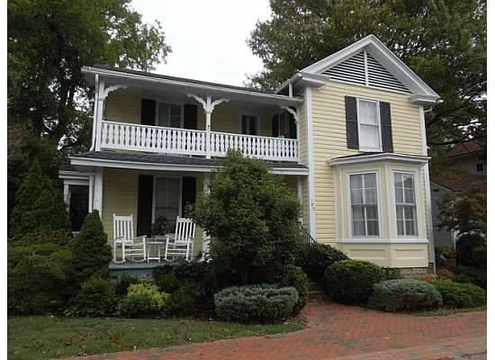 The Cherry Street Inn: Beautiful home