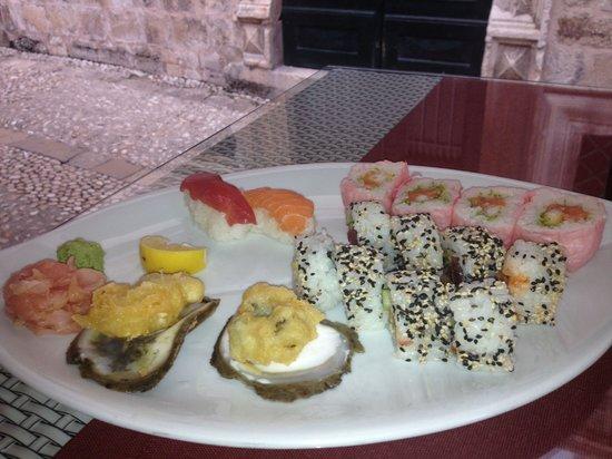 Oyster & Sushi Bar Bota : Oysters and freshly prepared sushi...yum!