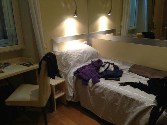 Duca D'Alba Hotel: Bed / room