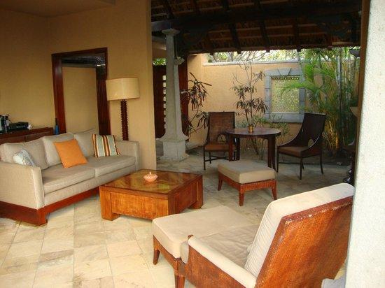 Maradiva Villas Resort and Spa: Outside lounge area of villa 517