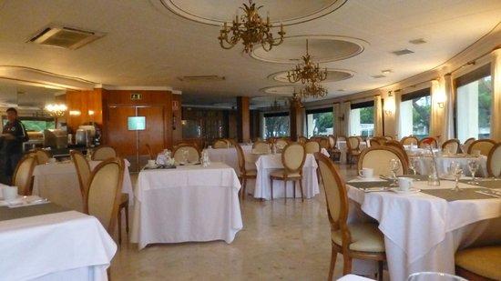 Columbus Hotel: Salle petits déjeuners
