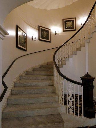 Kimpton Hotel Monaco Washington DC: Hotel corridors