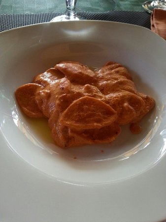 Luna Rossa: Orecchiette con crema di peperoni e pomodori secchi grattugiati e ricotta tosta