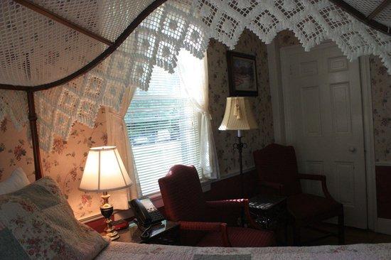 Quechee Inn At Marshland Farm : Sitting area in room.