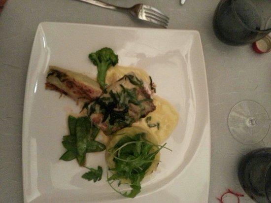 La Vieille Gabelle : Pavé de sandre et sa petite purée et la salade  Pavé de sandre et sa purée de pommes de terre