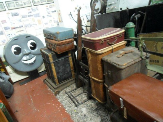 Foxfield Railway : OLD SUITCASES