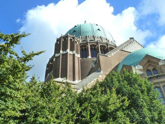 Koekelberg, Belgia: Basílica Sacré-Coeur-exteriores