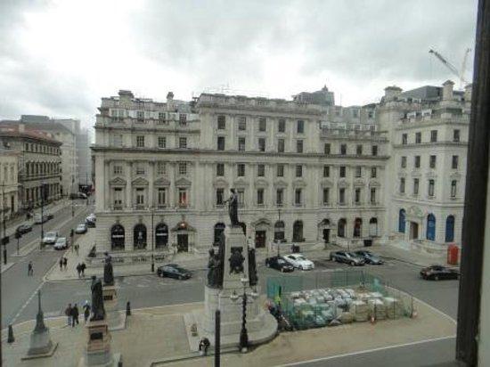Sofitel London St James: Vue de la chambre
