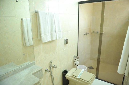 Hotel Rafain Centro: Banheiro Apartamento Luxo
