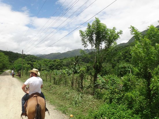 Las Cascadas Lodge: horseback tour