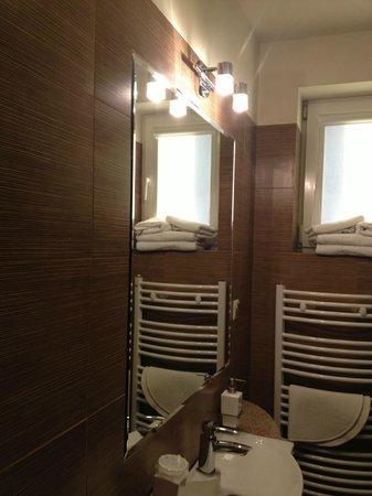 Hotel 77: łazienka