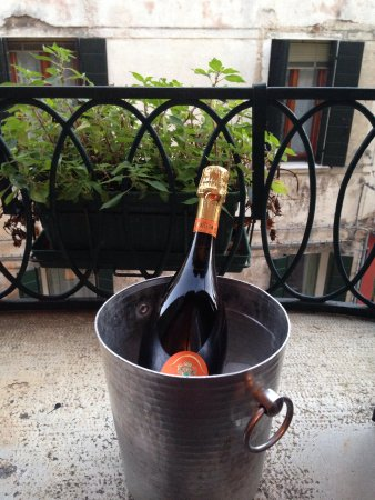 Hotel San Samuele: Ice and bucket on request
