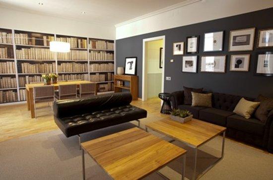 Apartments Sixtyfour: Living Room   Sala de estar