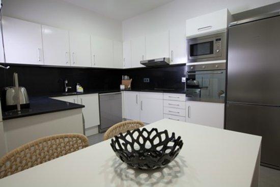Apartments Sixtyfour: Kitchen   Cocina