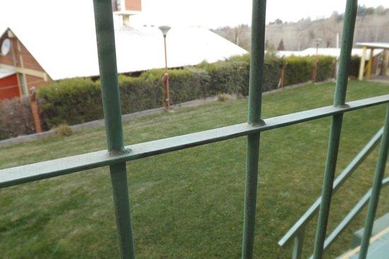 Cabanas Michu: Vista desde la ventana de la cocina (frente)