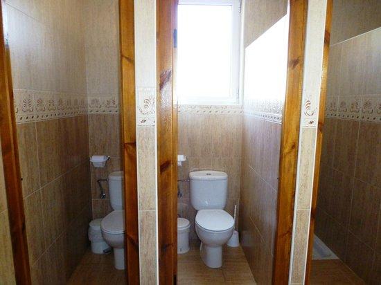 Baños En Segunda Planta:baño compartido segunda planta: fotografía de Albergue Turistico