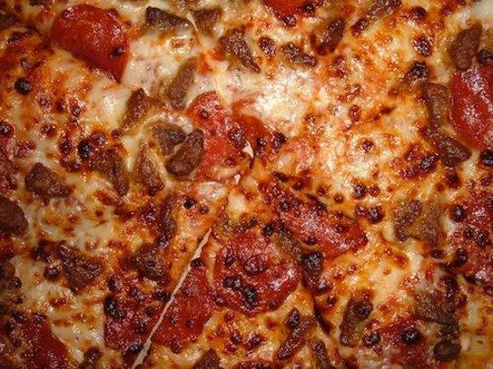 Pasa Bon Pizza: Sausage and Pepperoni! YUM