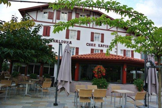 Hotel Restaurant Eskualduna: Devant hôtel