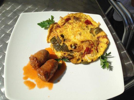 Plaza Cafe Bistrot: salsiccia e frittata di verdure.. piatto speciale!