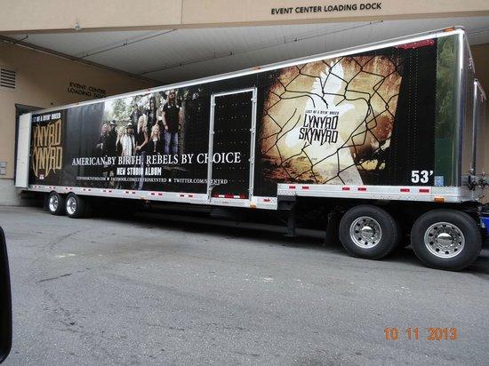 Harrah's Cherokee Casino Resort : Lynyrd Skynyrd Unloading For A Show