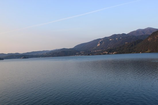 Hotel Ristorante Giardinetto: View from balcony across Lake Orta