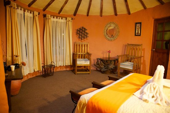 Hotel Kunturwassi Colca : Spacious rom in a tower