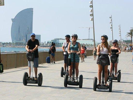 Barcelona Segway Fun: Paseo marítimo con el Hotel W al fondo