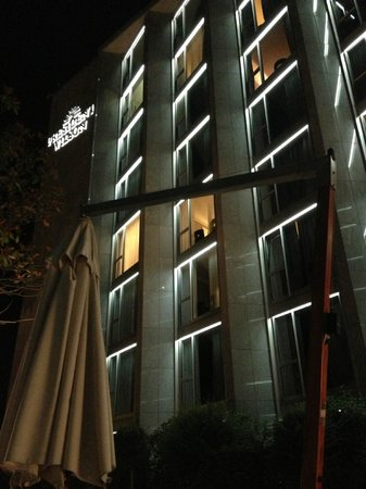 Hotel President Wilson: Vue depuis la piscine
