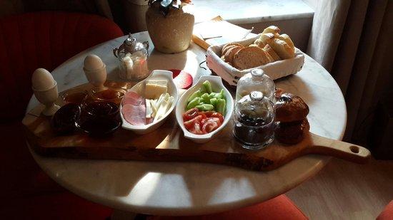 Lokum Ev Suites: Breakfast