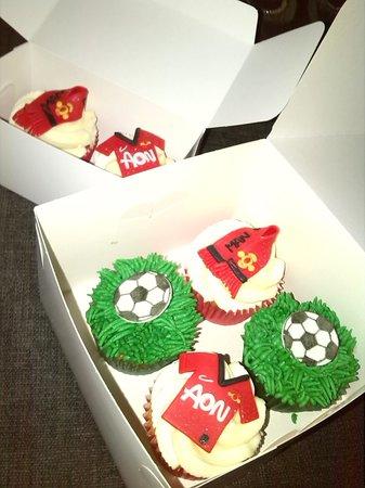 Mad Hatters Tearoom & Bakery: Customised cupcakes - simply gorgeous!