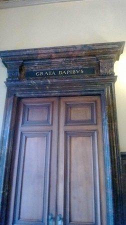 Villa Erba: una delle porte d'ingresso alla sala da pranzo
