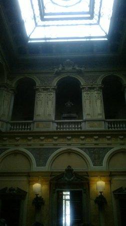 Villa Erba: interno della villa - l'ingresso dal lago