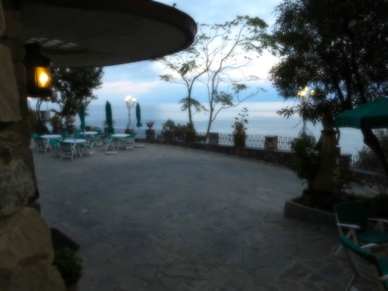 Hotel Porto Roca: Looking from the lobby of the hotel