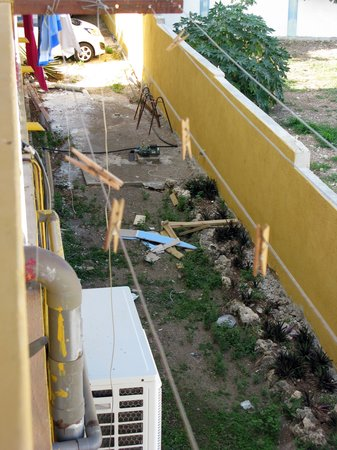 Rancho El Sobrino Curacao: Ausblick Balkon und Schlafzimmerfenster