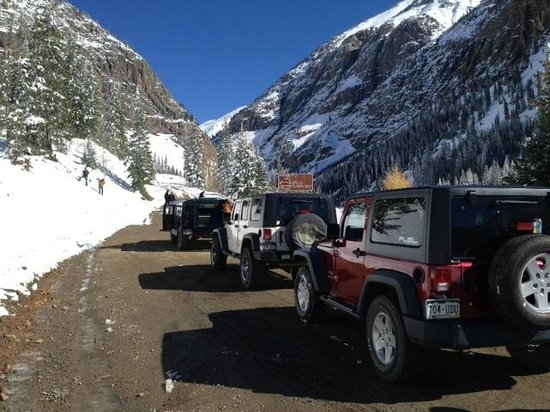 Outlaw River and Jeep Tours: Jeeps ready to head up the trail